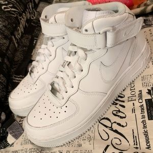 Mid Air Force 1's
